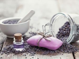 オリジナルエッセンシャルオイルの香りで癒されよう!おすすめの手作り香水の作り方をご紹介